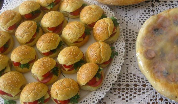 Домашни мини #хамбургери Добринка Петкова http://recepti.gotvach.bg/r-56464