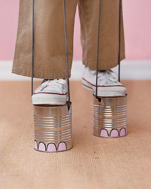 Los peques adorarán esta idea!!! Vamos a prepararles unos divertidos zancos con la forma de los pies de un elefante....