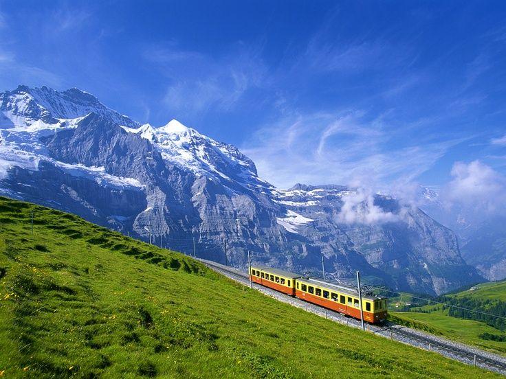 Come sono i binari più alti d'Europa?  La risposta in questo tratto della ferovia del Jungfrau, nei pressi della stazione Jungfraujoch che, situata ad un'altitudine di 3454 m, detiene il record europeo!