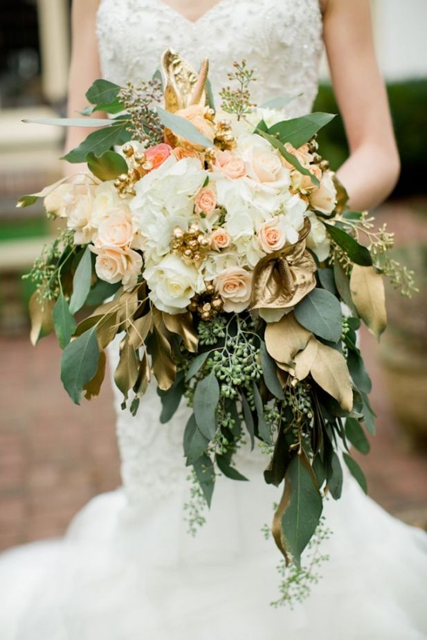 Obsessed with this Gold Bouquet | See More Ideas: http://thebridaldetective.com/the-ultimate-guide-to-metallics/