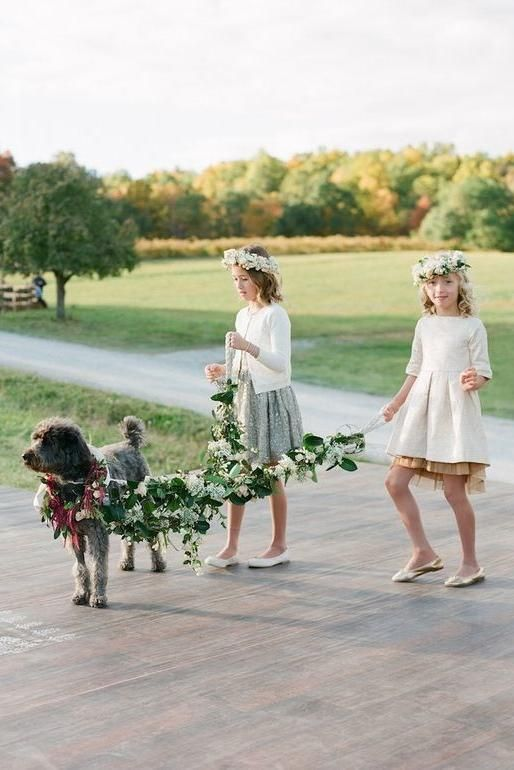15 Adorable Ways to Include Your Dog in Your Wedding: Craft a lush leash