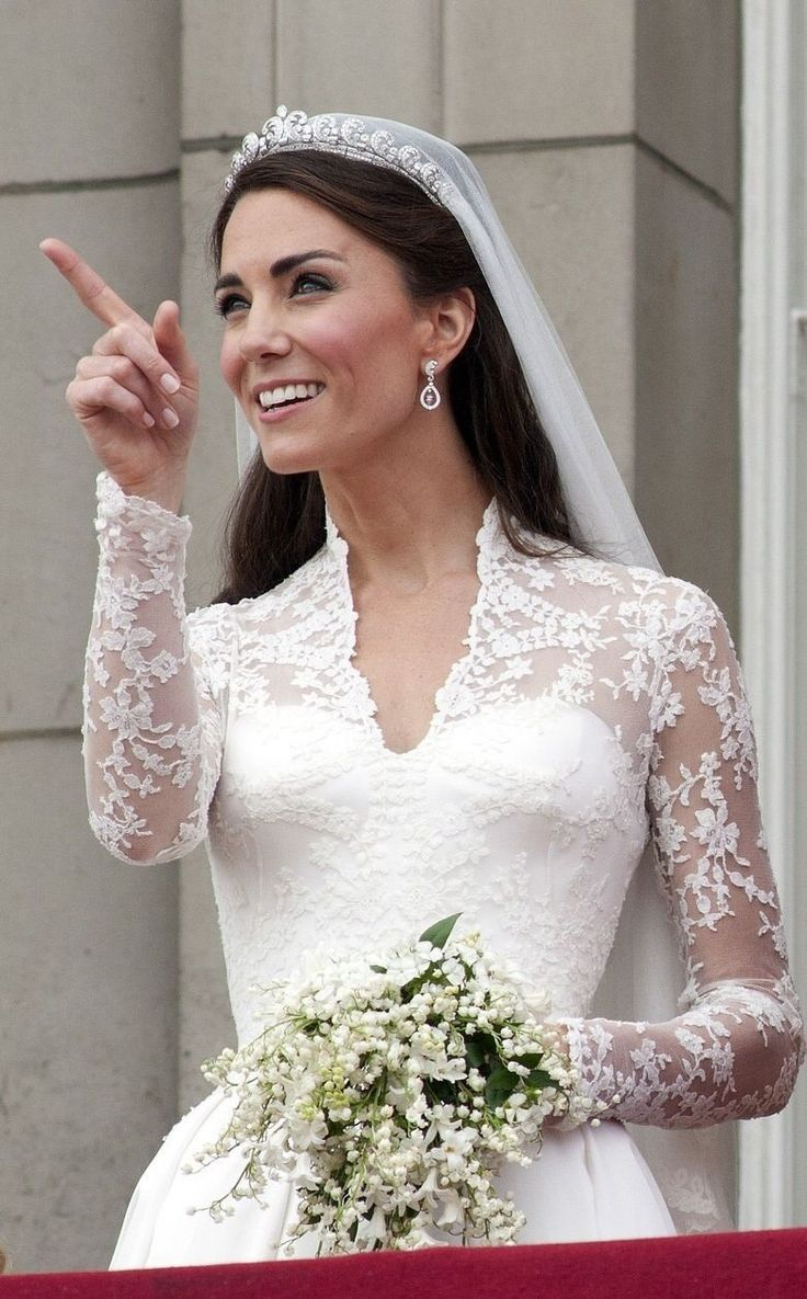 8838 best kate middleton images on pinterest duchess of for Princess catherine wedding dress