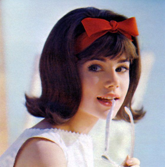 Cute 60's bangs with bow and a little flip