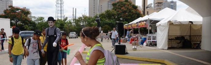 """Em mais um fim de semana de cultura, arte e diversão, o Memorial da América Latina apresenta programação especial, reunindo circo, cinema, música, dança e gastronomia. A festa acontece neste sábado e domingo, a partir das 11h, com entrada Catraca Livre. Os dois dias de festa contarão com apresentação da peça infantil """"A Cuca Fofa...<br /><a class=""""more-link"""" href=""""https://catracalivre.com.br/sp/agenda/barato/fim-de-semana-oferece-atracoes-para-toda-familia-na-praca-do-memorial/"""">Continue…"""