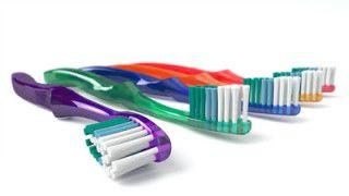 10 συμβουλές για σωστό βούρτσισμα των δοντιών σας. Ο σωστός καθαρισμός της οδοντόβουρτσας