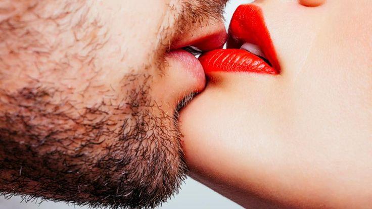 En un beso apasionado se emplean una media de 30 músculos faciales -17 de ellos relacionados con la lengua-, por lo que la técnica que emplees no es algo a menospreciar. Muchos han vivido la mala...
