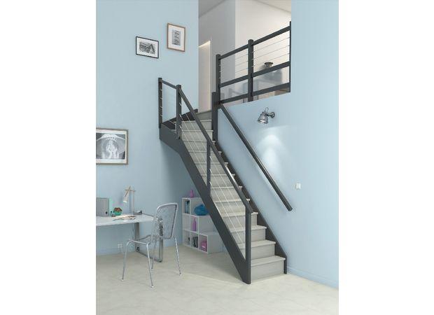 L'escalier quart tournant haut personnalisable devient une composition originale, qu'il ne vous reste plus qu'à harmoniser à votre intérieur grâce aux nombreuses options à la carte!