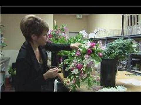 *Excellent Tutorial for a WIDE, LONG bouquet. Uses roses, larkspur, greenery.