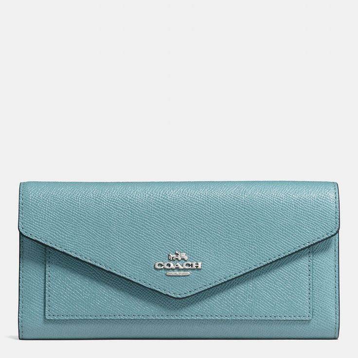 바로 보기 트라이폴드 월릿 인 크로스그레인 레더.디자이너 가방, 지갑, 신발 & 더 많은 상품들을 COACH.com에서 확인하세요!