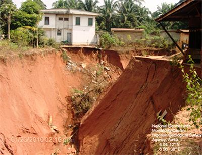 Anambra laments devastating effect of flood erosion menace     By Okechukwu Onuegbu  The omission of Anambra State name from the official list of 16 states to benefit from the N1.6 billion flood intervention fund by the federal government has raised concern among its citizenry owing to its severity of flood and erosion related crisis.    Available records show that the states landmass is severely threatened by flood and gullies with a record of over 1000 gully cases within its 179…