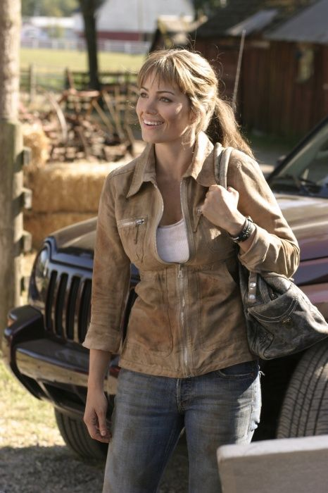 SMALLVILLE - The Beautiful Erica Durance as Lois Lane, the Love of Clark Kent's Universe!