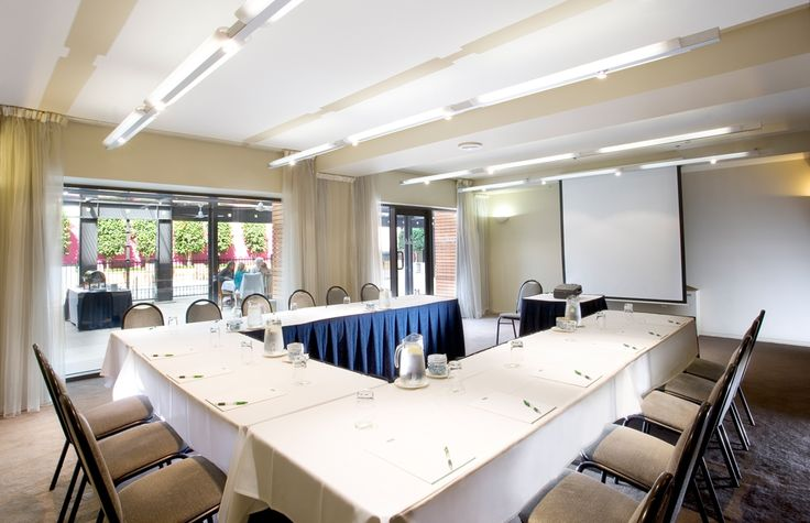 Holiday Inn Melbourne on Flinders is a great conference hotel for smaller groups on a  tight budget, modern professional meeting rooms, great central location, quality accommodation and attractive prices - see more at http://www.melbournehotelconferences.com/HolidayInnOnFlinders.htm