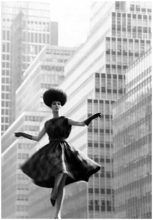Photo bt Horst P. Horst - Park Avenue Fashion, New York,  1962.