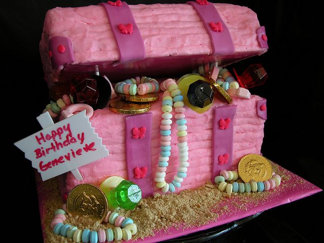 Pink Treasure Chest cake. Looks pretty kewl!!  There are some really cute treasure chest cake designs on Pinterest