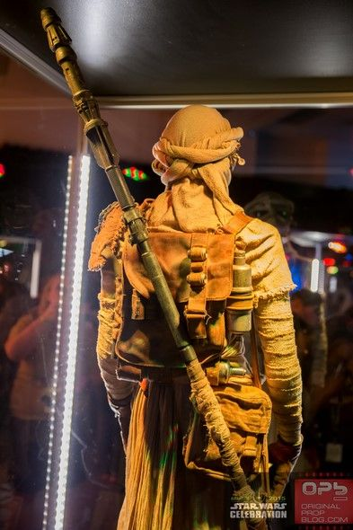 Star-Wars-Celebration-The-Force-Awakens-Props-Costumes-Exhibit-Characters-Models-127-RSJ