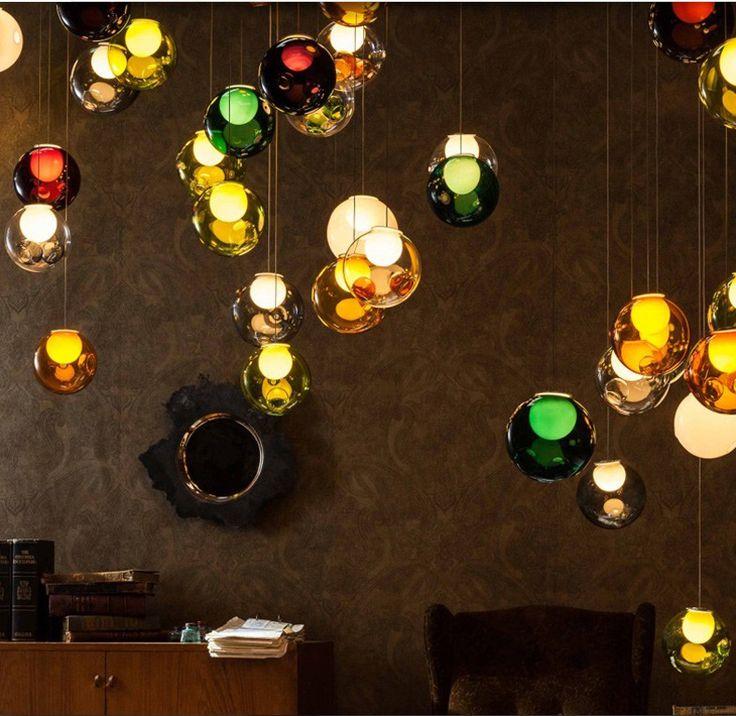 Еще одна тенденция 2017 года это светильники из цветного дымчатого стекла. Они имеют очень красочный и оригинальный вид, преломляют и окрашивают лучи света, наполняя комнату особым очарованием, оживляют пространство интерьера и создавая неповторимую красоту. Прекрасное украшение для прихожей, спальни или даже кухни.  #sakuraInteriors #светильники #новинкидизайна #СтильныйДизайн #дизайнквартиры #работанонстоп #дизайнерДинаКийосан #ремонтквартир #ДинаКийосан #москва #россия #дизайн…