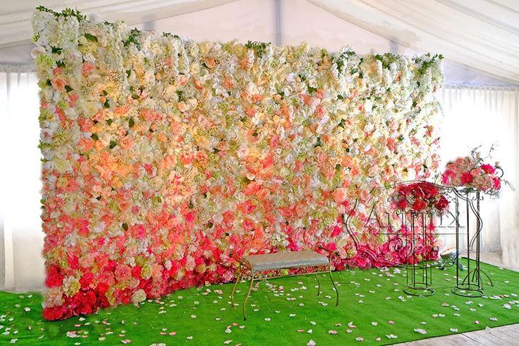 Стена из цветов на свадебном торжесте - Артмикс Декор