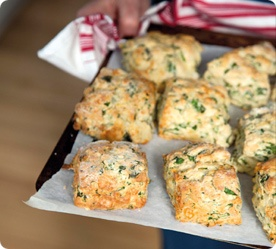 Annabel Langbein - Cheesy Rocket Scones. This ultra-simple recipe uses fizzy soda and cream to achieve a light-as-air result. www.annabel-langb...
