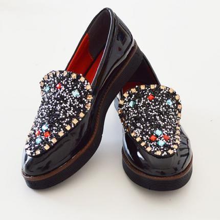 Taşlarla süslü, siyah rugan, ayakkabılar... Hem işte hem bir davette rahatlıkla kıyafetlerinizle uyum sağlayacak tarzda... #maximumkart #kadınayakkabısı #ayakkabı #ayakabımodelleri #yenisezon #yenisezonayakkabı #tarzayakkabılar #şıkayakkabılar