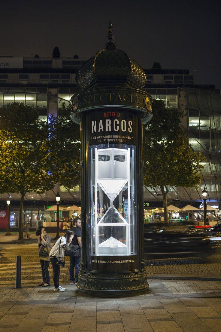 """Un reloj de """"cocaína"""" gigante para la cuenta atrás de Narcos en París - La Criatura Creativa"""