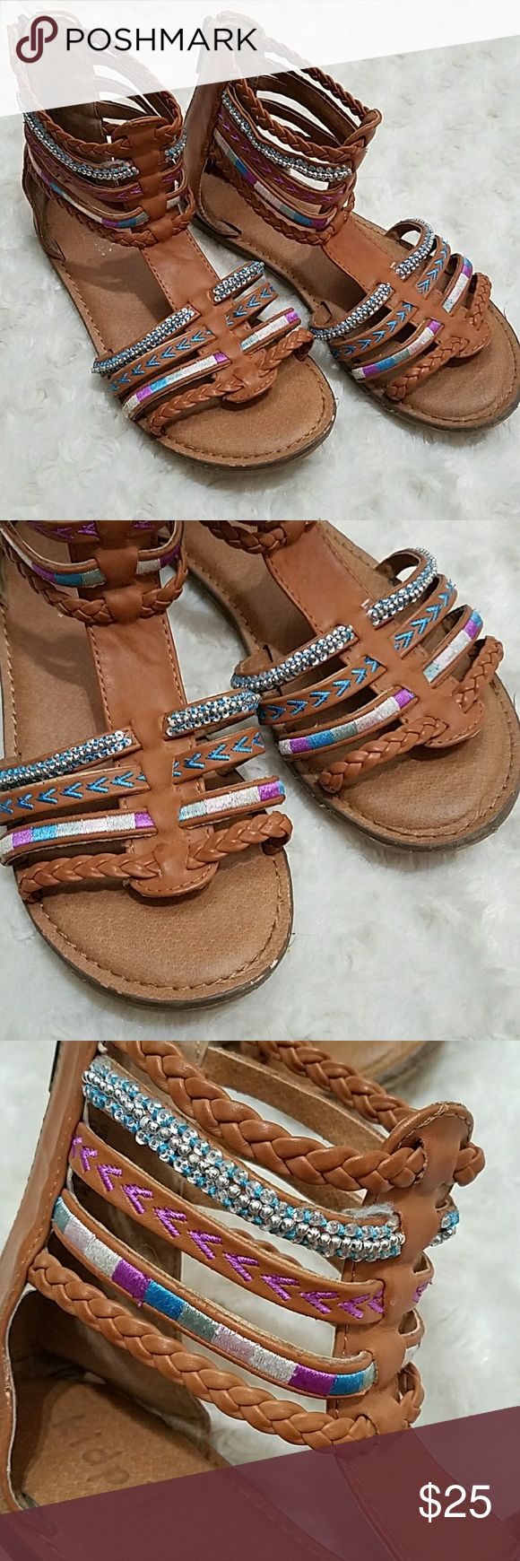 ❄❄Kidpik❄❄ Size 3 Sandals Good preowned condition. Size 3.  10% of proceeds are going to a local charity. Anything else marked with ❄❄ is also eligible for charity donation! Happy New Year, thank you for shopping my closet kidpik Shoes Sandals & Flip Flops
