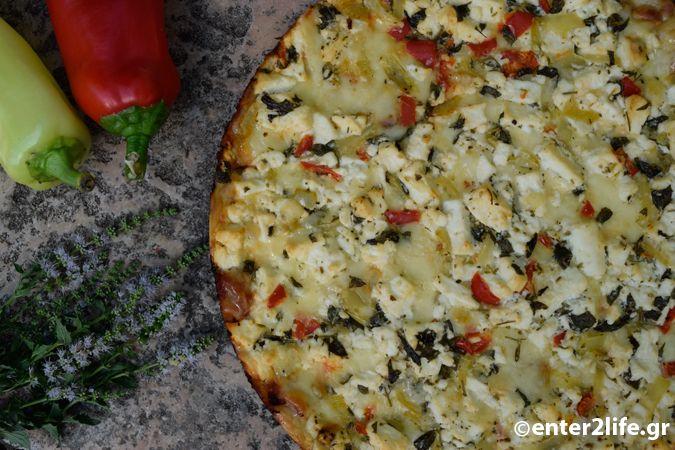 Πίτσα ολικής αλέσεως με τυριά - Whole wheat pizza with cheese http://www.enter2life.gr/26665-pitsa-olikis-aleseos-me-tyria.html