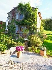 Kleines Haus mit Schwimmbad und grossem Garten Ferienhaus in La Vineuse von @homeaway! #vacation #rental #travel #homeaway