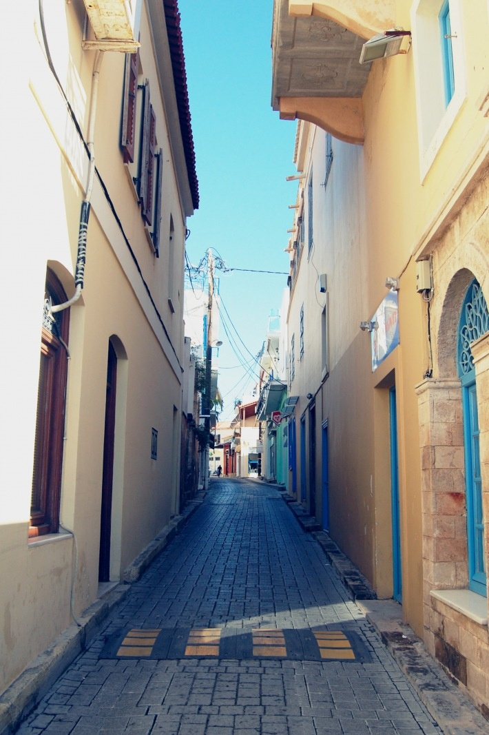 Beautiful small street of Aegina Town. (Walking Athens, Aegina - r.28)