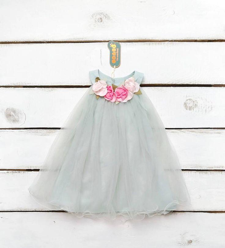 1299🔥🔥🔥 Платье продано⛔️⛔️⛔️ В наличии невесомое платице пастэльно-мятного цвета с весенними цветочками🌼💮🌸 в размере 90. Платье на небольшой кокетке по верху груди и расклешеное книзу. Так как оно в груди и животике свободное, подойдет и на девочек ростом поменьше.