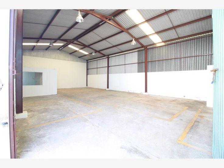 Bodega en renta Anacleto 180 m2 con oficinas en parque industrial, seguridad, vigilancia, acceso a trailers las 24 horas $15,000 *MX17-DJ2887*