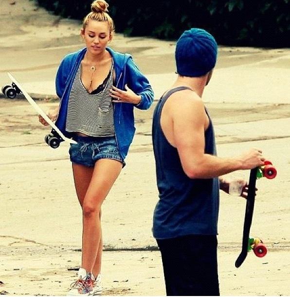 They skateboard togetherrrr~*