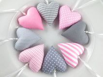 8 Stoffherzen in rosa + grau aus Stoff zur Deko