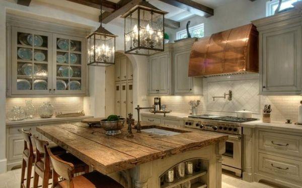 Küche mit Kochinsel-Massivholz Arbeitsplatte-Rustikale Armatur