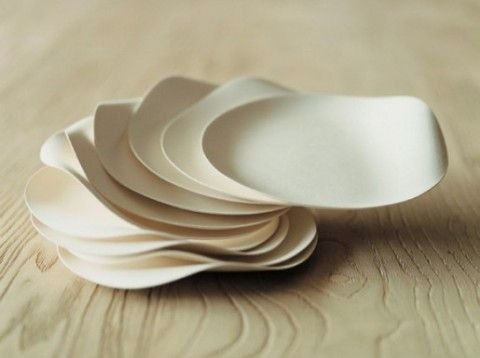 Modern eco-conscious WASARA dinnerware is biodegradable and compostable pieces that delight both our design- & sustainability longings.