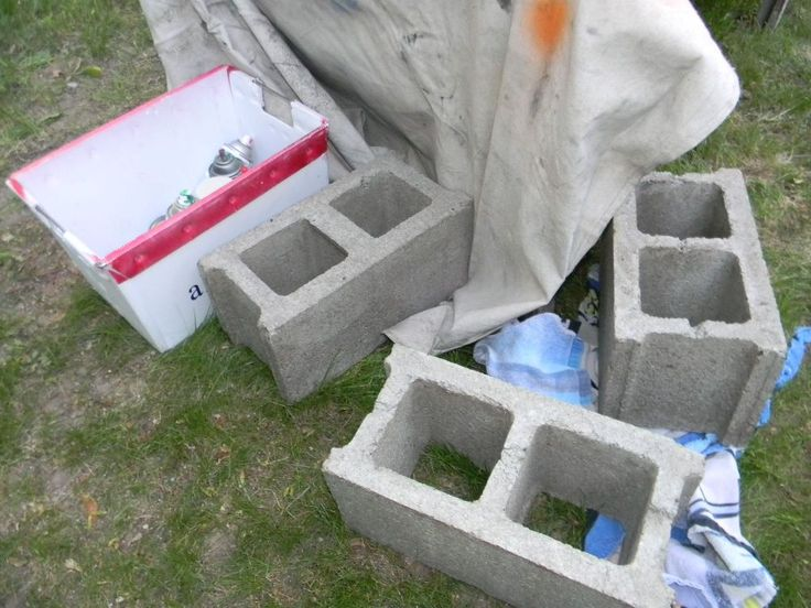 She Stacks A Colorful Row Of Cinder Blocks In The Garden. A Few Steps Later? This Is BRILLIANT!