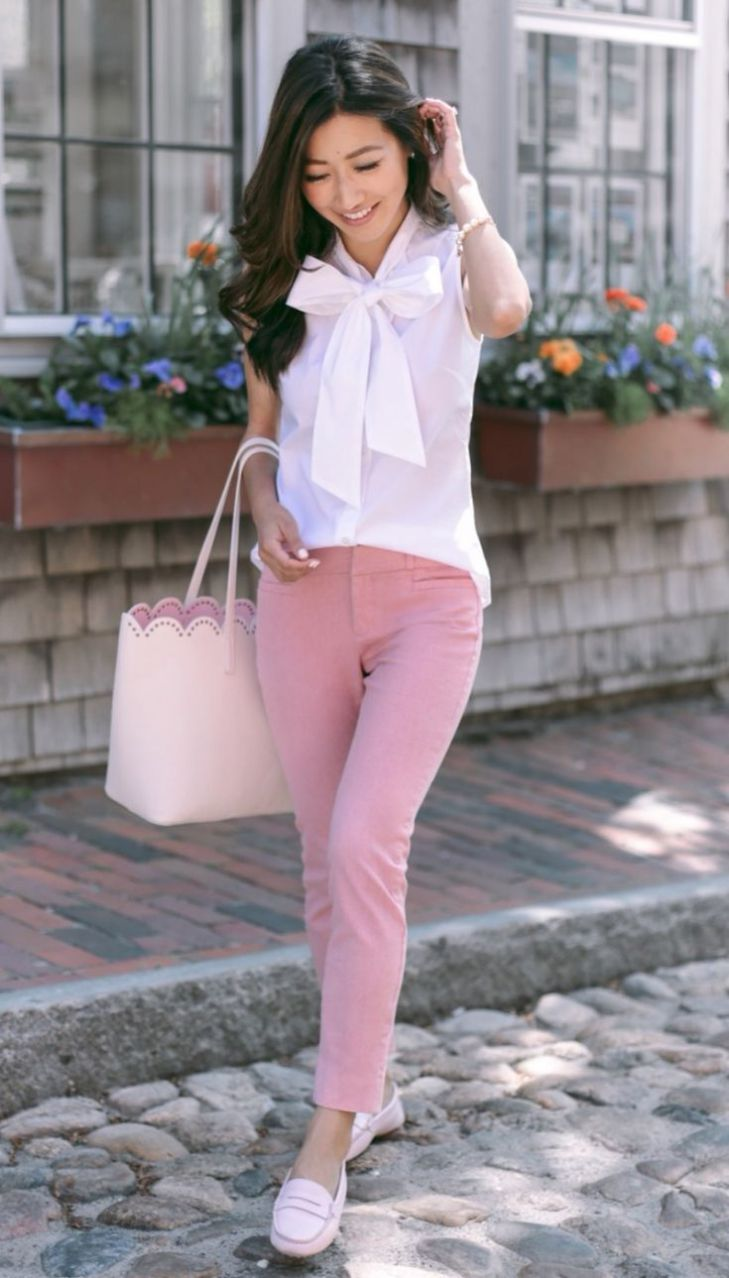 c4ecb279fe5fd How To Wear A Pair Of Pink Skinnies Blush Bag Plus Blouse Plus Loafers