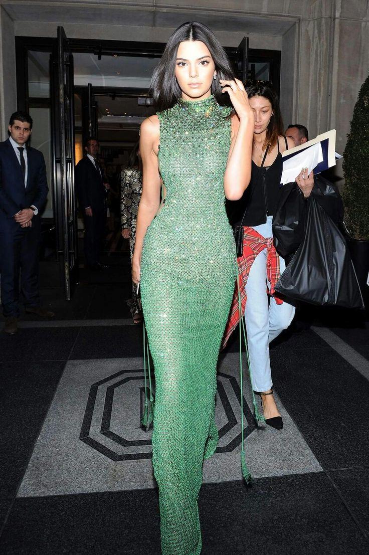 Kendall Jenner, God she looks amazing!!