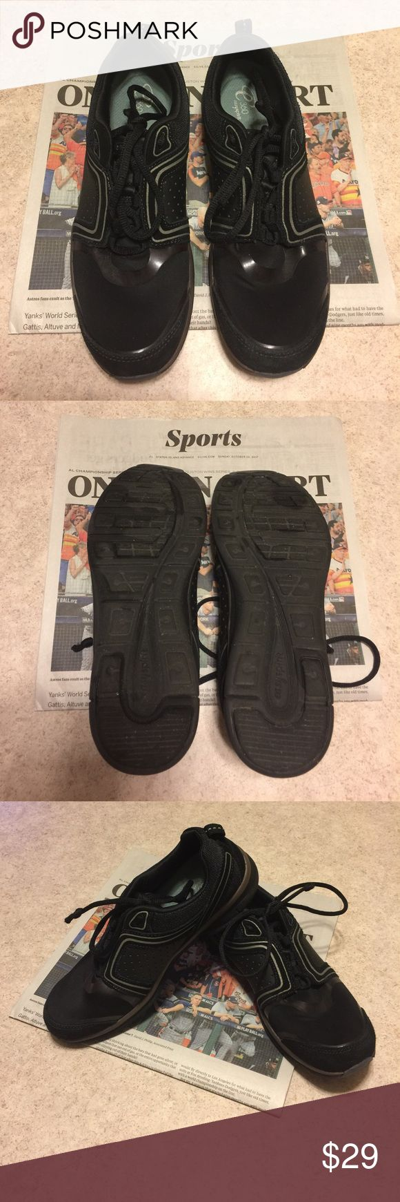 👟👟EASY SPIRIT 360 BLACK SUEDE TRIM SNEAKERS 👟👟 These are in excellent condition ❤️ and ready to wear 😉 size 8. Lightweight and perfect for everyday walking. Lace ties,traction soles. Memory foam insoles. Easy Spirit Shoes Sneakers