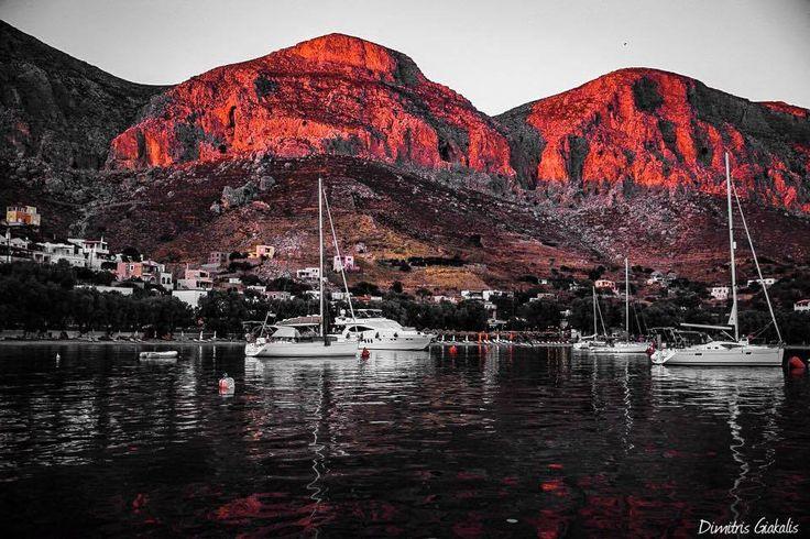 Οταν ο ήλιος τη βάφει κόκκινη στο φευγιό του... Εμπορειός,Καλυμνος photo by Dimitris Giakalis Kalymnos island,Greece — μαζί με Cristine Exarchakou