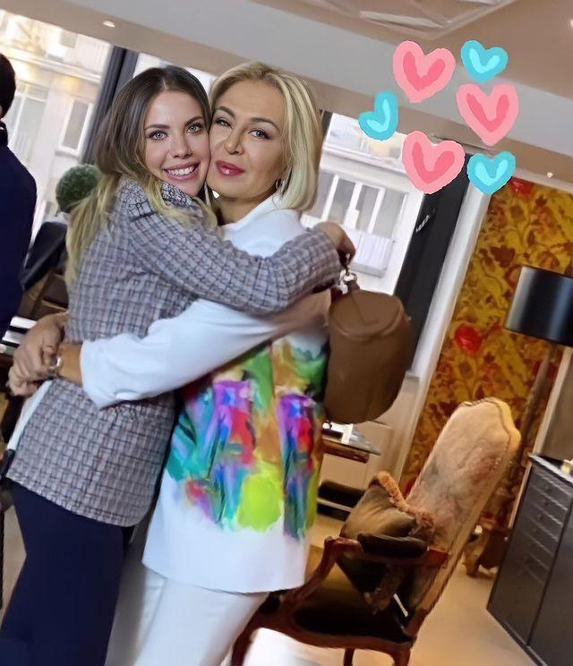 سریال سیب ممنوعه V Instagram ادا و گولنای به احتمال زیاد لوکیشن منزل جدید ادا باشه نظرتون چیه Beautiful Women Videos Turkish Fashion All Disney Princesses
