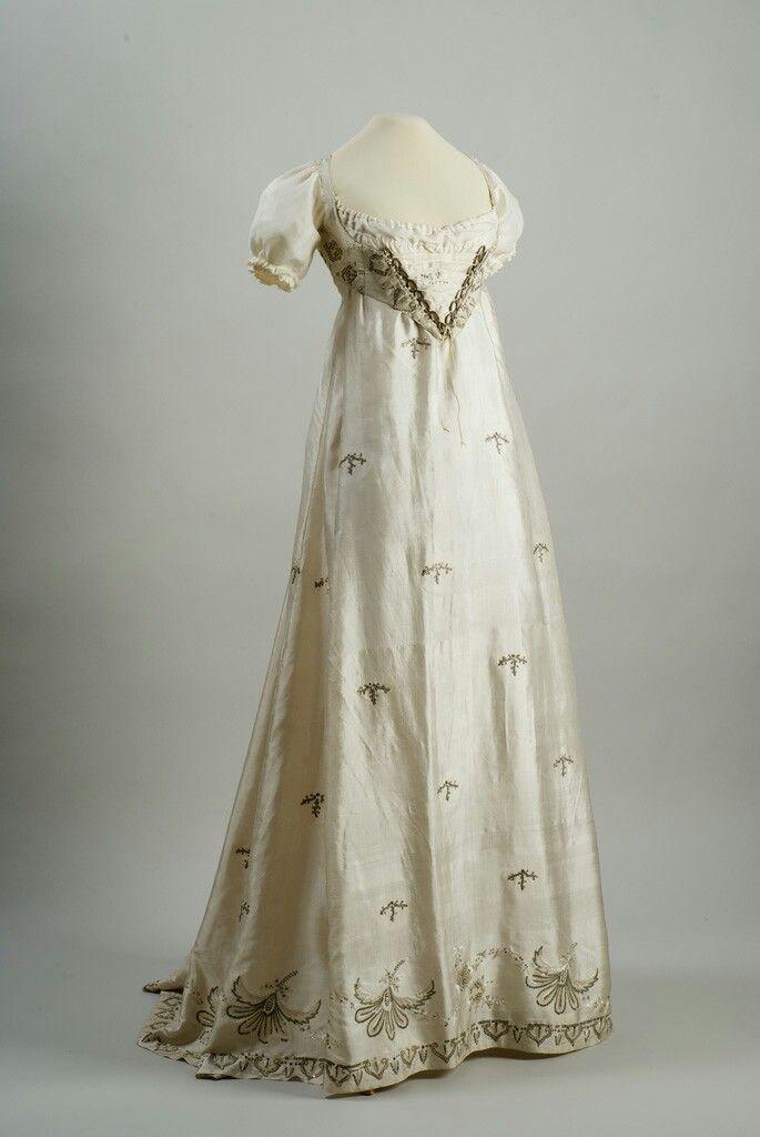 Robe de soirée brodée, ca. 1810