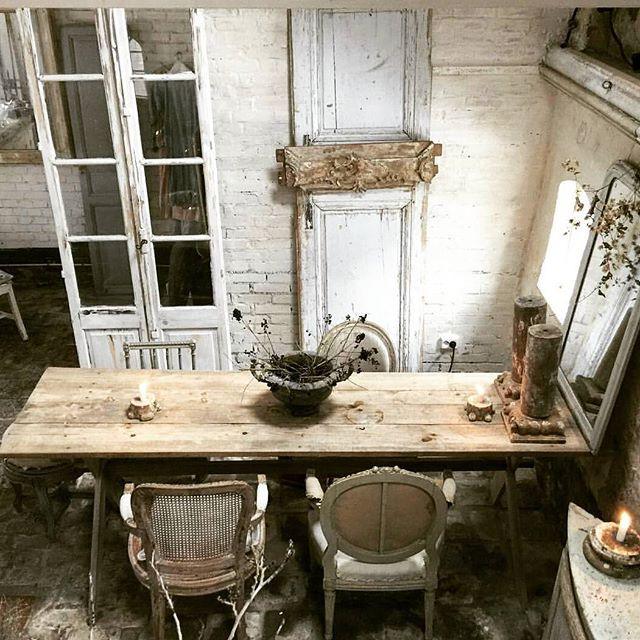 Has pensado alguna vez en reformar tu espacio con puertas viejas en lugar de las nuevas y feas que venden las tiendas especializadas? 💘💘💘#vintage #vintagefurniture #vintagehome #cottage #cozy #inspiration #industrial #instapic #interiorismo #interiordesign #interiores #vintagephoto #decoration #decor #deco #farmhouse #rustico #rustic #wood #madera #creativity #creatividad #instagood #followforfollow #follow4follow #omnibusbysilviaserra #interiors #bohemian #interiores #farmlove