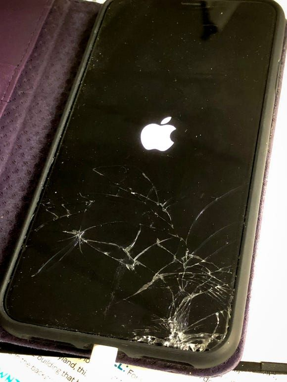 uBreakiFix A cracked iPhone XS Max   Peralatan fotografi, Kartu ...