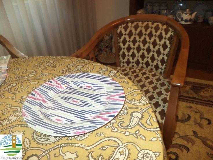Фарфор на столе — это всегда изысканно красиво.