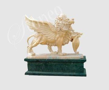 Skrzydlaty lew z tarczą - rzeźba kamienna