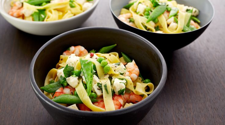 Tagliatelle with prawns, feta cheese cubes, lemongrass, peas and sugar snaps