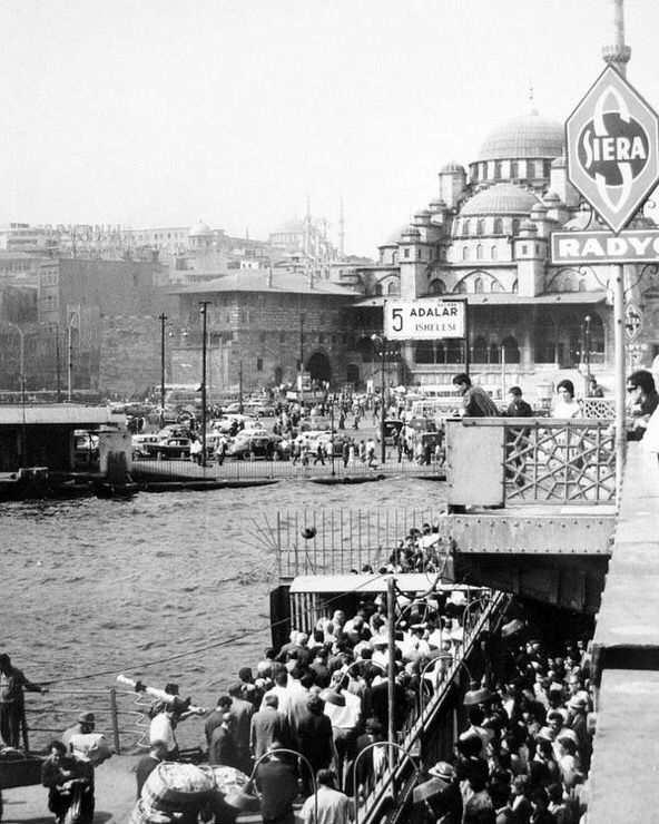 Galata Köprüsü üzerindeki Adalar İskelesi (1966) istanbul