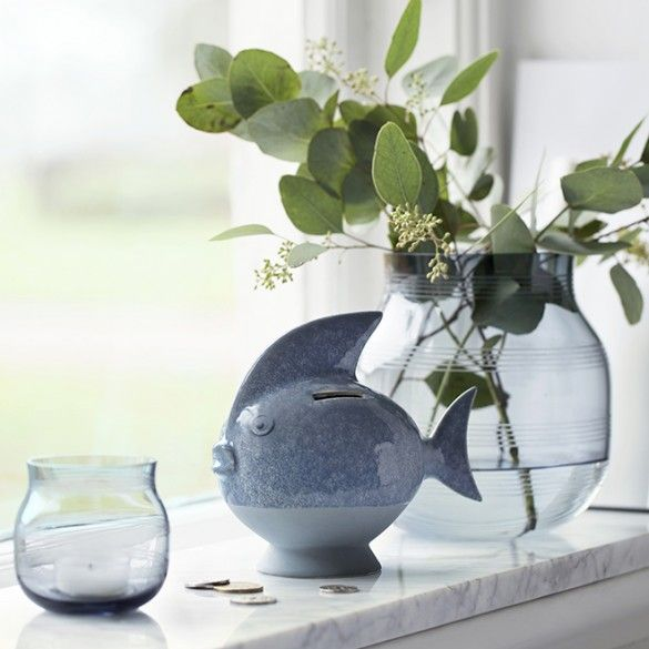 This stylish fish-shaped money box in discreet mint will add a touch of colour to your Scandinavian décor.