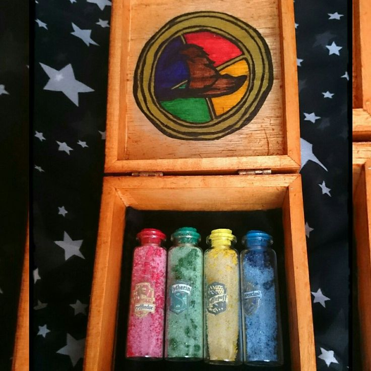 Caja Hogwarts contadores de puntos de las emblemáticas casas. Para un regalo especial. Cupón 15% de descuento en todos los artículos con el código BLACKFRIDAY15 hasta el 28/11.
