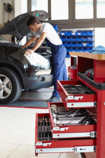 C & R Mobile Auto Repair has a team of experienced and professional mobile auto repair mechanics in the Apple Valley, CA area. Call us at (760) 981-2007!